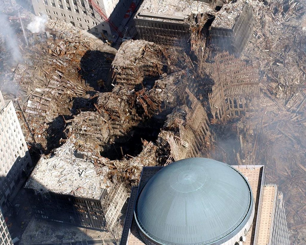 World Trade Center - Pagina 2 911wtc6craterwestair
